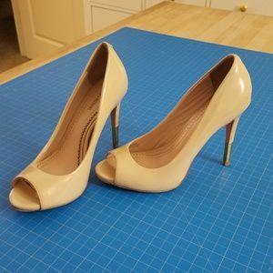 Pour La Victoire Nude Gold Heels Size 6.5